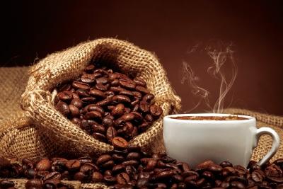 厳選された深煎りコーヒー豆、格を上げる芳醇な香り